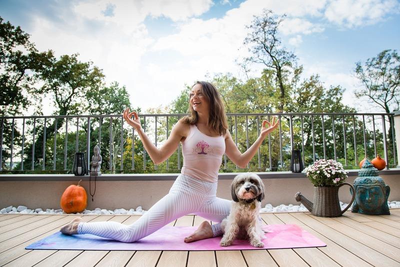 Kedy je lepšie cvičiť jogu? Ráno alebo pred spaním?
