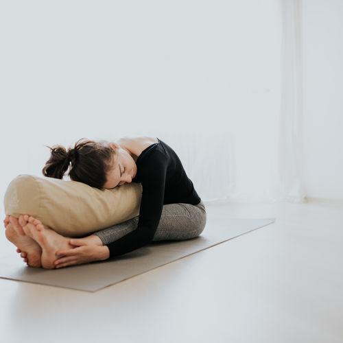 Yin Joga - ako ju praktizovať a čo nám jej prax prinesie
